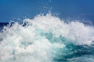 Alerta: frente fria vai causar ondas de cinco metros e ventos de 75 km/h no Espírito Santo