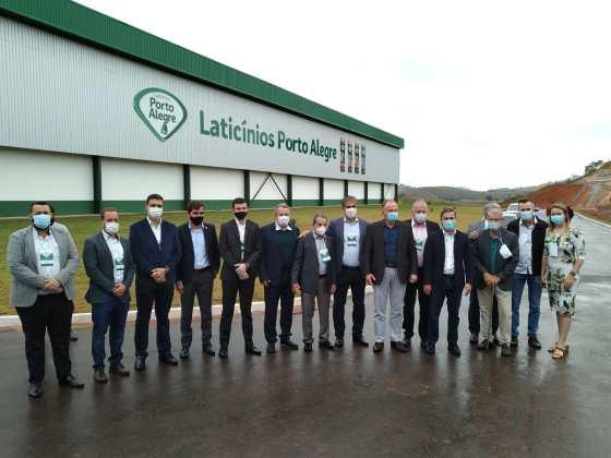 Porto alegre inaugura fábrica no ES com previsão de produzir 7,5 milhões de litros de leite por mês
